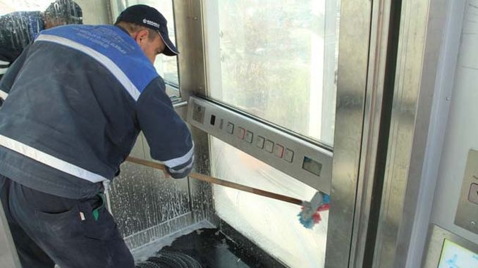 pedestrian upper elevators in Kocaelide is cleaning without interruption