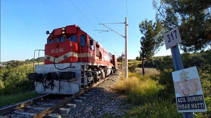 avviso ad alta tensione sulla ferrovia
