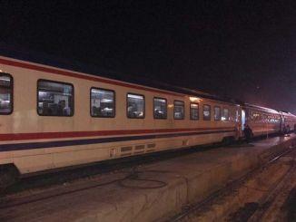 elazigli earthquake survivors spend the night in train wagons