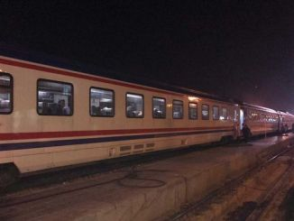 elazigli earthquake survivors spend the night in train wagons