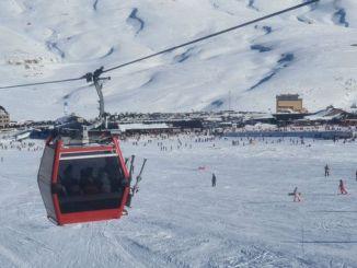 Herrliche Frauen, die Erciyes-Skiort genießen