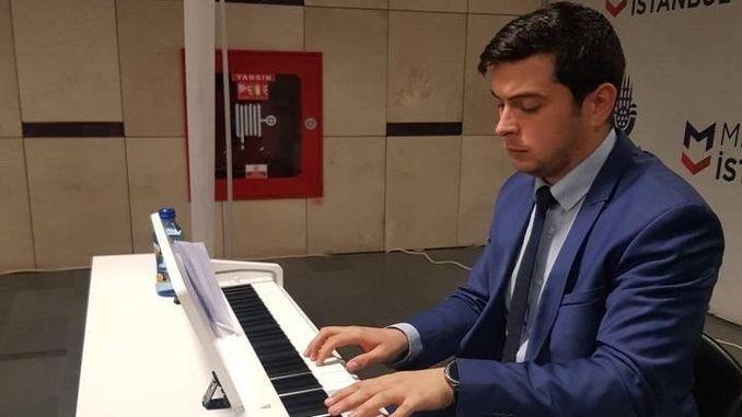 uskudar metro station favor piano campaign