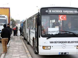 Metropolitae agmen per impletionem indentatum publica translationem vehicles