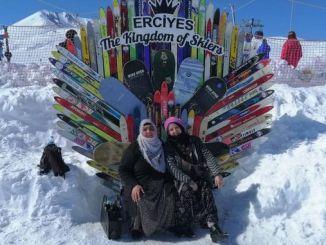 Erciyes နှင်းလျှောစီးစင်တာမှ Kaymakli အမျိုးသမီးများ၏နှစ်သက်မှု