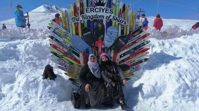 Farxadda haweenka Kaymakli ee Erciyes Ski Center
