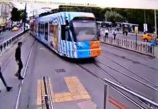 std原始相机在袋式kaztas电车线上发生事故