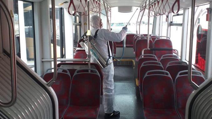 manisada elektrikli otobusler dezenfekte edildi