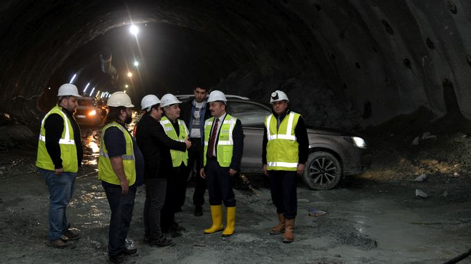 vali senturk ankara istanbul yht hatti tunel calismalarini inceledi