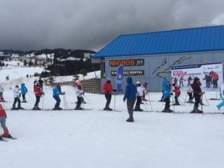 Mga estudyante gikan sa Bursa Pagkat-on hangtod sa Ski