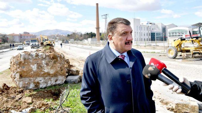 president gurkan examined road works