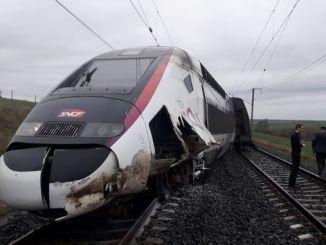 fransada tgv hizli treni raydan cikti yarali