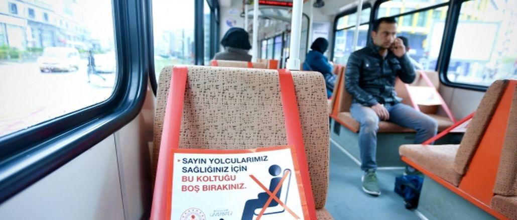gaziantepte coronaya karsi otobus ve tramvaylara sosyal mesafe seridi