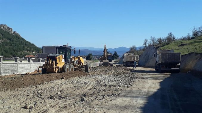 Road expansion works continue in Balikesir districts