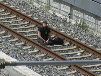 Er sagte, es gäbe eine Bombe in meinem Leben und setzte sich auf die Marmaray-Spuren