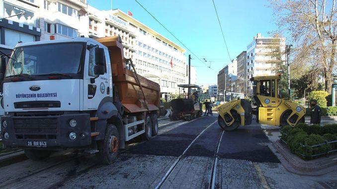 eskisehirde tramvay gecislerinde asfalt calismasi gerceklestirildi