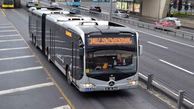 Mobeseko irudiek metroak autobusez minutu batzuetara igaro ez zirela jakinarazi zuten