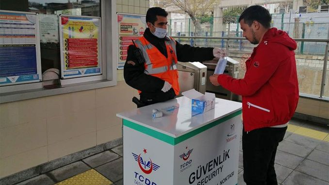 tcdd distributes free masks to baskentray and marmaray passengers