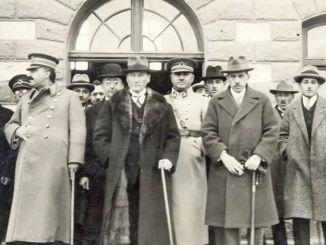 Atatürk Kazım Özalp Bekir Cingöz Fevzi Çakmak Refik Saydam și soțul său