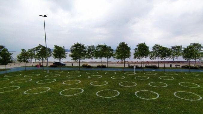 Prstenovi sa društvene udaljenosti postavljeni su u parkovima u Istanbulu
