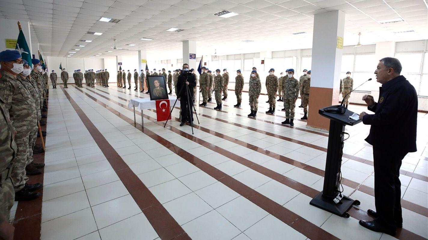 ministar nacionalne obrane tokova i zapovjednici su se zabavljali na graničnoj liniji