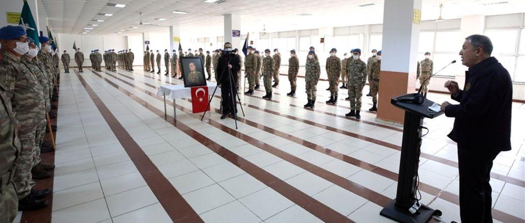 de Minister vun der nationaler Verdeedegung fléisst a Kommandanten feieren op der Grenzlinn