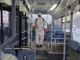 motas는 버스와 트램을 계속 소독합니다.