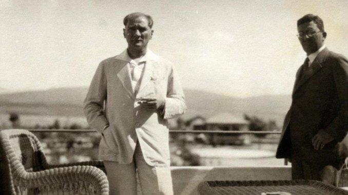 Το sakir zumre περιγράφει τις αναμνήσεις του ataturke