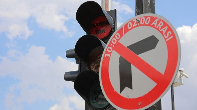 Whenever you want to wear a mask against the epidemic with traffic lights