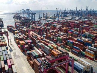 eksport faldt på årsbasis, import procent