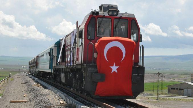 Il primo treno arrivò al centro logistico di Kars, il presagio dell'abbondanza