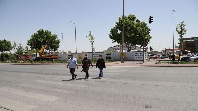 pješački prijelaz od velikog grada Konye do ulaza u industriju pobjede na cestama Istanbul