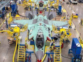 kalkun til en del af krigen, der producerer fly