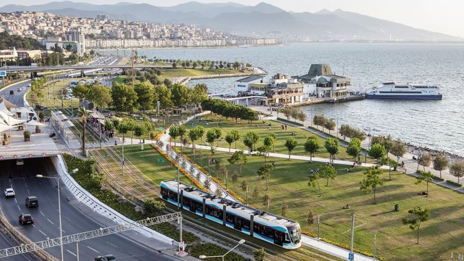 Izmir regresa al transporte público