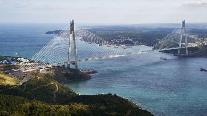 Euraziatische tunnel en vakantie feest van de brug miljoen