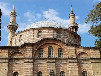 O džamiji Emira Sultana