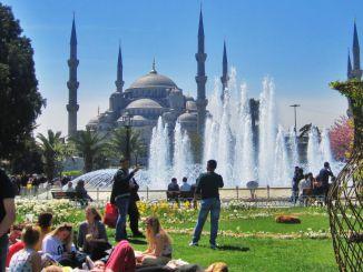 jumlah wisatawan yang datang ke Istanbul menurun% dibandingkan tahun sebelumnya