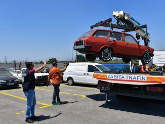 每月在伊兹密尔停放的报废车