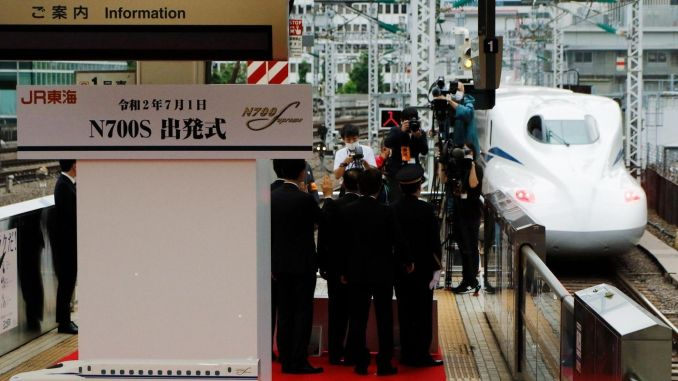 """Naujosios kartos Japonijos """"shinkansen ns"""" greitaeigis traukinys leidžia pirmąjį skrydį"""