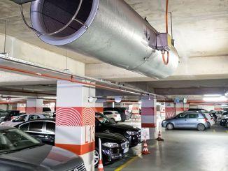 LPG-Fahrzeughalter warten darauf, dass das Parkhaus angehoben wird