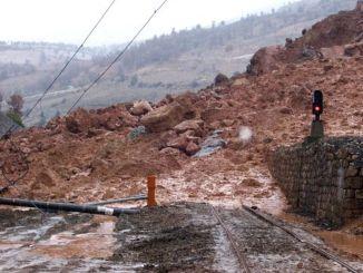 Perbaikan zona longsoran terowongan dengan garis nm dinomori sebagai hasil tender