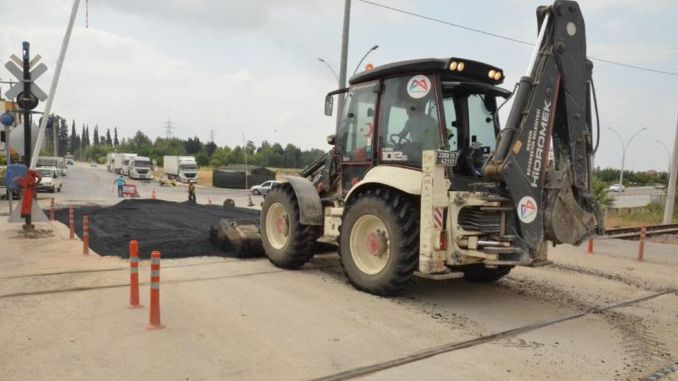 the floor of the Fahrettin Pasa level crossing was renewed in Tarsus