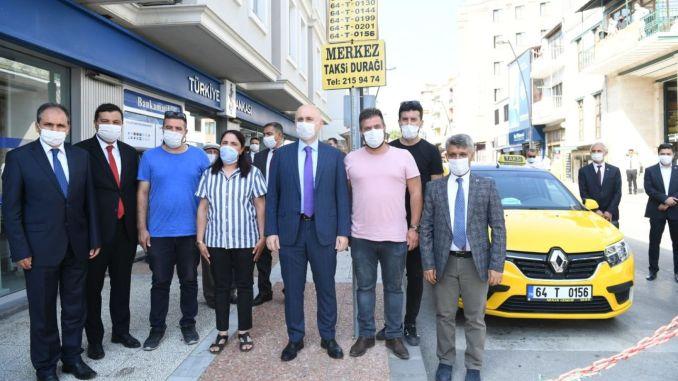Министър Караисмалоглу Усакин посещава таксиметров шофьор
