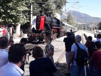 kereta uap, yang membawa kepositifan ke Ataturku tahun yang lalu,