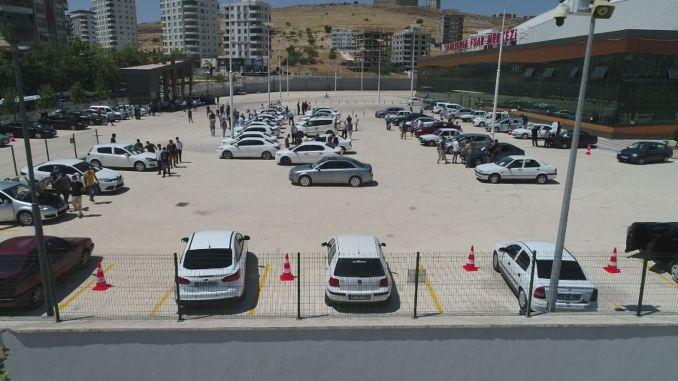Det største åbne bilmarked i sanliurfan er åbnet