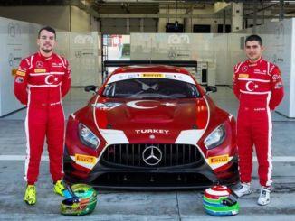 นักขับชาวตุรกี Salih Yoluçสร้างประวัติศาสตร์ในการแข่งขัน 24 ชั่วโมงที่ Le Mans!