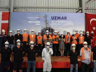 พิธีตัดเหล็กของเรือลากจูงที่ UZMAR สร้างขึ้นสำหรับท่าเรือ Aarhus