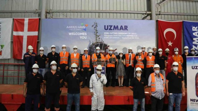 Stålskæringsceremoni af bugserbåden, der skal bygges af UZMAR til Aarhus Havn