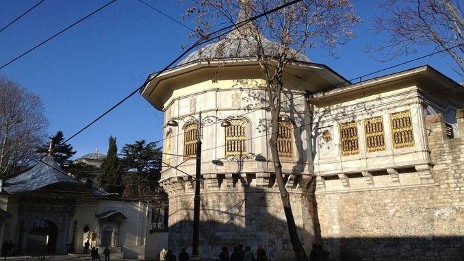Литературный музей Ахмета Хамди Танпынара Библиотека