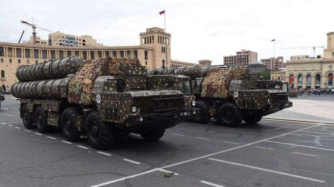 Aserbajdsjansk hær ødelægger Armeniens S300 luftforsvarssystem