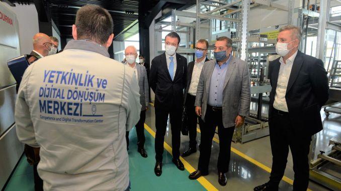 Ang Bursa Model Factory ug Bosch Nag-uban sa Mga Kusug alang sa Digital Transformation